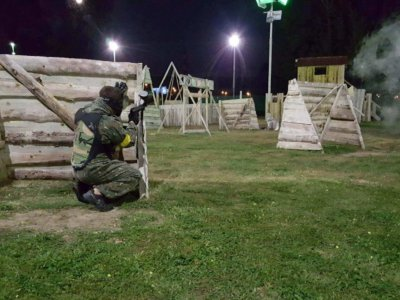 night paintball prag